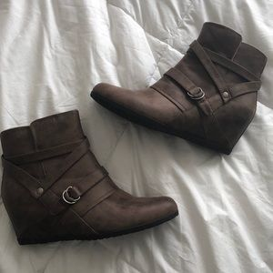 Bare Traps Tainya Wedge Bootie